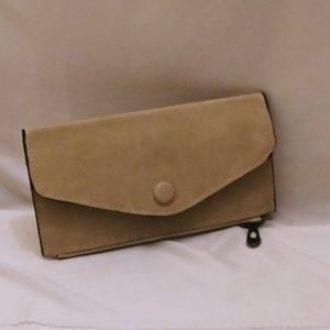 Handbags - 🆕Multi Pocket Fashion Pochette- Honeycream
